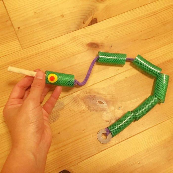 おもちゃを作ろう!「ひも通しへびさん」